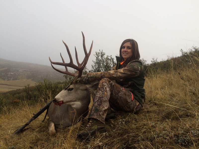 big buck mule deer hunts private land wyoming outfitter