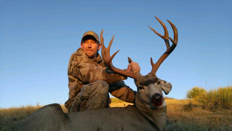 private ranch hunt wyoming